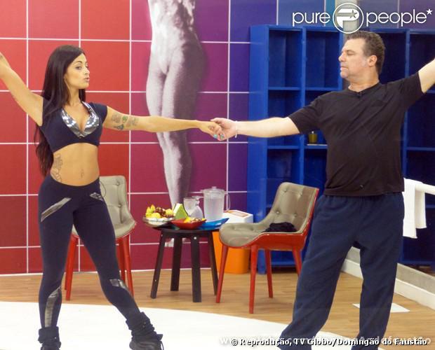 Adriano Garib ensaia valsa com Aline Riscado para a 'Dança dos Famosos' e diz que quer fazer balé, em 20 de agosto de 2013