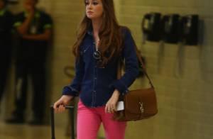 Marina Ruy Barbosa, atriz de 'Amor à Vida', atrai olhares de fãs em aeroporto