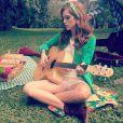 Sophia Abrahão publicou uma foto com o novo visual e escreveu um trecho da música 'É Você', composta com o namorado, Fiuk: 'Já não queria mais saber, mas foi só eu te conhecer.. meu mundo virou e tudo mudou.. e é você...'