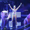 Miley Cyrus em sua apresentação ousada e criticada no MTV Video Music Awards no último domingo (25)