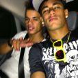 Neymar postou outra foto, ao lado do amigo, voltando da balada, às 3h45, em 16 de dezembro