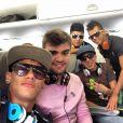 Neymar postou esta imagem dentro do avião, à caminho de Pernambuco, neste sábado, 15 de dezembro de 2012