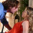 Agressivo Alberto (Igor Rickli) tentou coagir Ester (Grazi Massafera) a voltar a morar com ele, em 'Flor do Caribe'
