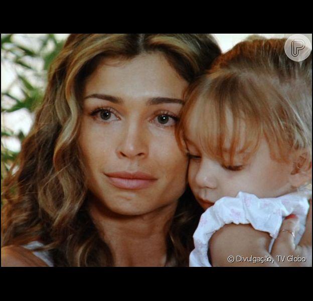 Alberto (Igor Rickli) rapta Laurinha (Serena e Vitoria Lovatel) e Ester (Grazi Massafera) fica desesperada, em 'Flor do Caribe', em 7 de setembro de 2013