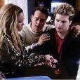 Niko (Thiago Fragoso) diz que Amarilys (Danielle Winits) terá que deixar sua casa depois que o bebê nascer e a gestante chora, em 'Amor à Vida'