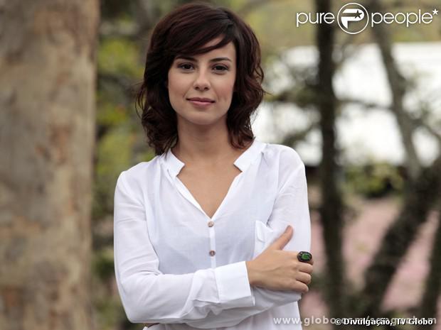Andreia Horta aparece pela primeira vez em 'Sangue Bom' como Simone, a irmã mais velha de Amora (Sophie Charlotte), em 16 de setembro de 2013