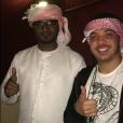 Wesley Safadão posa usando turbante árabe em Dubai