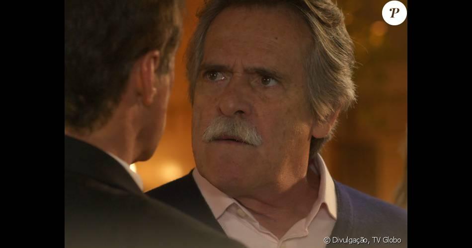 Gibson (José de Abreu) atira em Régis (Oscar Magrini), na novela 'A Regra do Jogo', em 29 de fevereiro de 2016