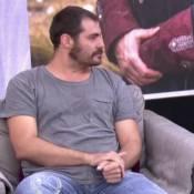 Thiago Lacerda aparece novamente sem aliança de casamento. 'Por causa da peça'