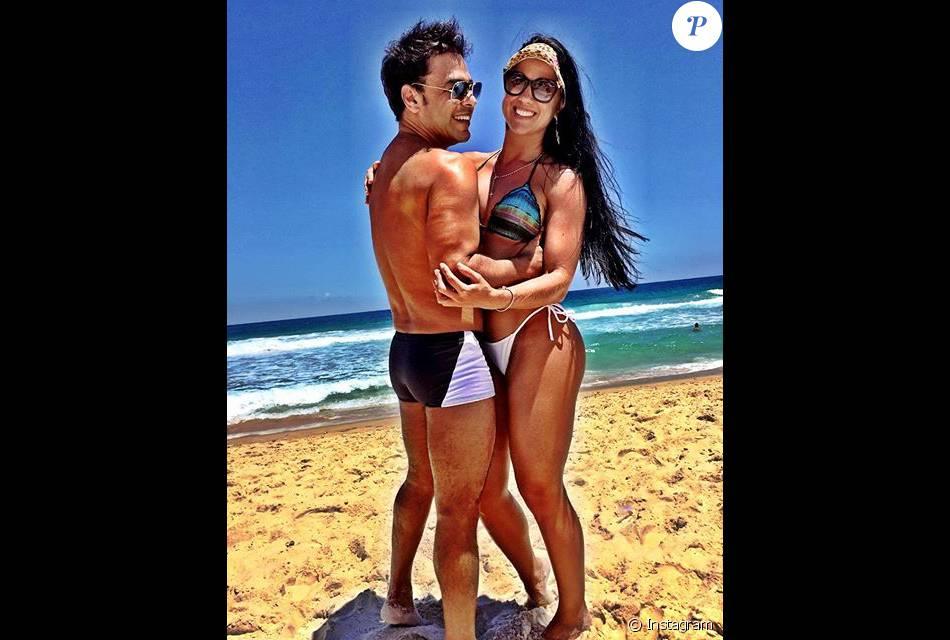 Zezé Di Camargo voltou ao Instagram com uma postagem ao lado da namorada, Graciele Lacerda