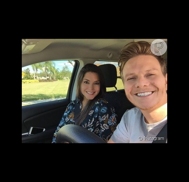 Michel Teló e Thais Fersoza foram criticados após postar anúncio de gravidez com publicidade, mas não comentaram o assunto ao postar foto em Orlando nesta quinta-feira, dia 18 de fevereiro de 2016