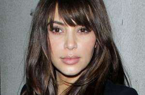 Kim Kardashian muda o corte de cabelo e exibe franja e pontas repicadas. Fotos!
