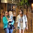 Caroline Figueiredo passeou em um shopping da Barra da Tijuca, Zona Oeste do Rio de Janeiro