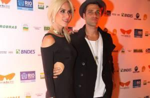 Giovanna Ewbank e Bruno Gagliasso usam estilos diferentes em exibição de filme