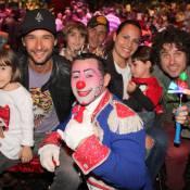 Rodrigo Santoro e Eriberto Leão vão ao circo e se divertem em família