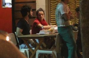 Bianca Bin curte momento de folga com o marido em lanchonete do Rio