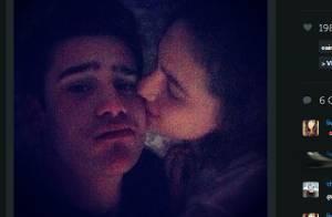 Lívian Aragão troca carinho em fotos com amigo e mãe diz: 'Não é namoro'