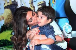 Juliana Paes agarra o filho Pedro em pré-estreia de filme infantil, no Rio