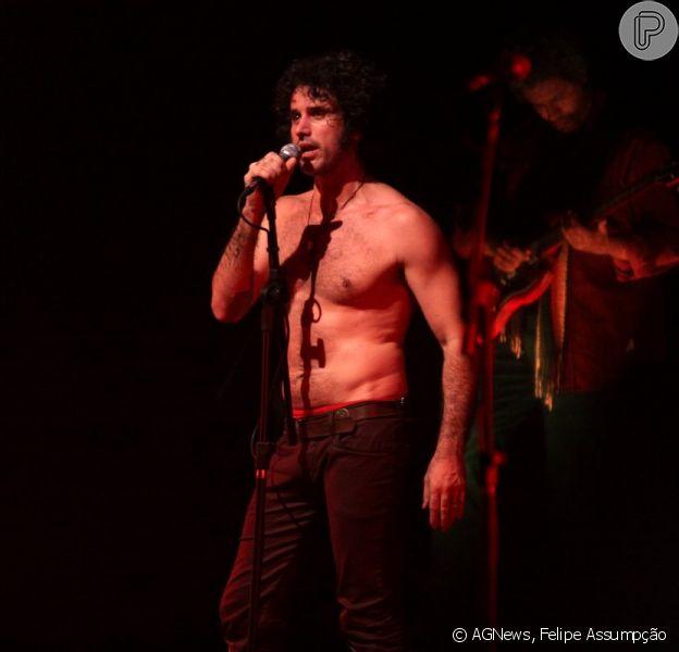 Eriberto Leão apresenta a peça 'Jim Morrison' na Festa Internacional de Teatro de Angra dos Reis, no Rio de Janeiro, em 6 de outubro de 2013