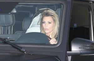 Kim Kardashian fica ainda mais loira e exibe visual em passeio com North West