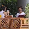 Caio Castro fez careta para o fotógrafo durante o flagra do almoço dele com Maria Casadevall