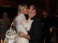 Adriane Galisteu estreia em peça dirigida por Jô Soares e ganha beijo do marido