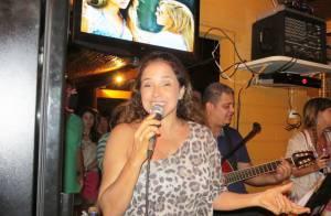 Daniela Mercury canta para Malu Verçosa durante jantar em viagem de lua de mel