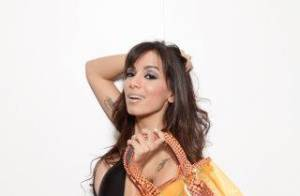 Anitta posa para ensaio de moda verão e exibe corpão