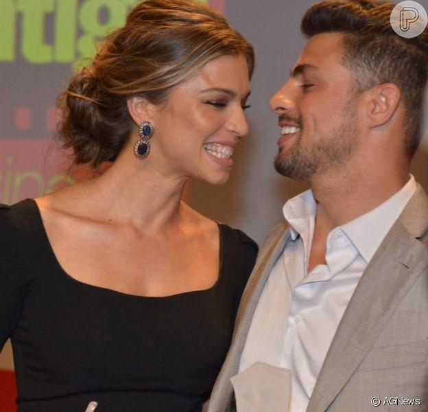 Grazi Massafera e Cauã Reymond estão separados, de acordo com informações do colunista Ancelmo Gois, do jornal 'O Globo', em 17 de outubro de 2013