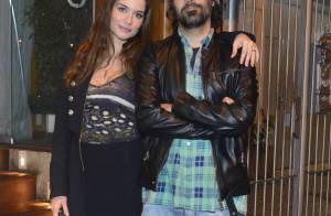 Alinne Moraes, grávida do primeiro filho, celebra aniversário do namorado