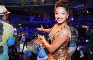 Juliana Alves usa decotão e mostra sensualidade em evento da Unidos da Tijuca