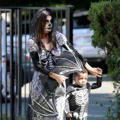 Sandra Bullock vai fantasiada à festa de Halloween da escola do filho, Louis