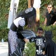 Sandra Bullock chega à festa com o filho
