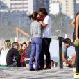 Humberto Carrão e Chandelly Braz foram flagrados em passeio pela orla do Leblon, na Zona Sul do Rio de Janeiro, em julho de 2013