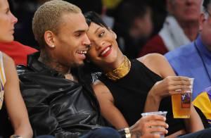 Rihanna e Chris Brown reatam namoro e trocam carinhos em jogo de basquete