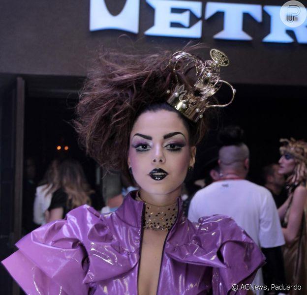 Giovanna Lancellotti curte festa a fantasia da Ausländer, em São Paulo, em 1º de novembro de 2013
