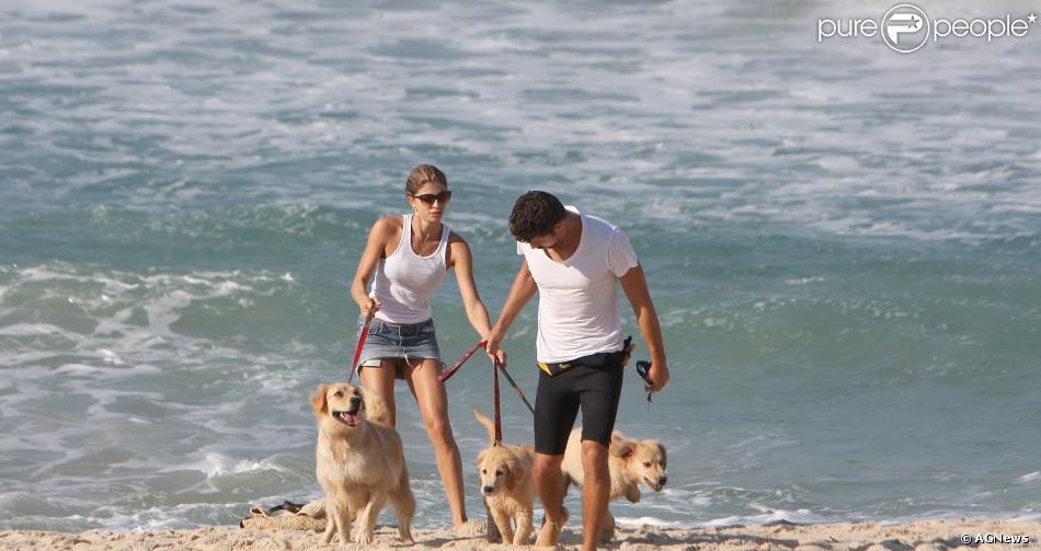 Após a separação, Grazi Massafera e Cauã Reymond estão disputando a guarda de seus três cachorros, como informou o jornal 'O Dia'