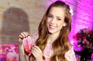 Sophia Abrahão usa look rosa em lançamento de produtos de beleza em São Paulo