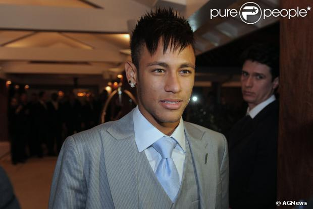 Neymar investiu mais de R$ 6 milhões em dois apartamentos residenciais em Balneário Camboriú, Santa Catarina, segundo informação noticiada em 4 de novembro de 2013