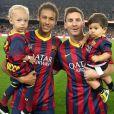 Segundo a imprensa internacional, Neymar tem o sexta salário mais alto do Barcelona. Messi tem o primeiro