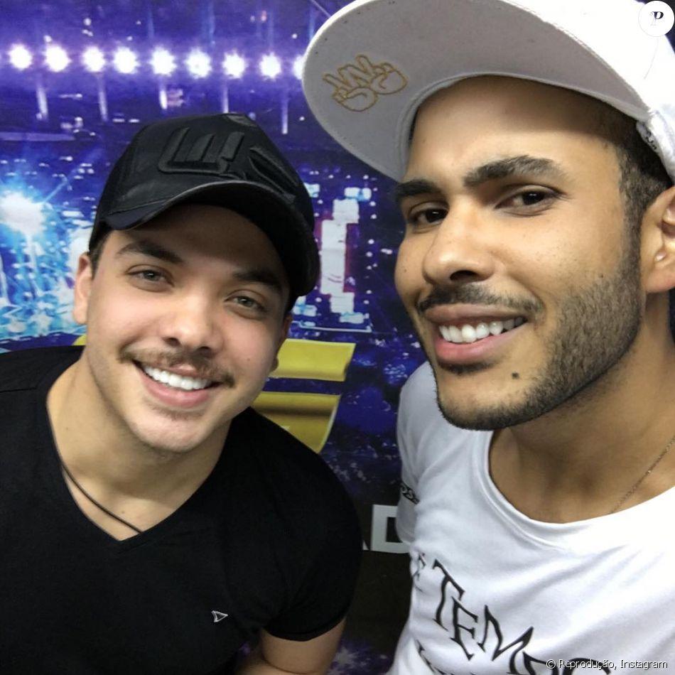 Wesley Safadão adota bigode após estrelar comercial de cerveja como 'Bigodon'