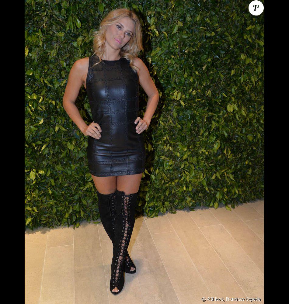Carolina Dieckmann Escolheu Vestido De Couro E Botas Over