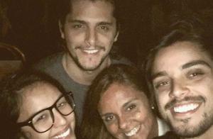 Bruno Gissoni e Yanna Lavigne juntos em foto postada pela mãe do ator: 'Família'
