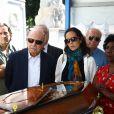 Guilherme Karan foi enterrado nesta sexta-feira, 8 de julho de 2016. O humorista morreu aos 58 anos vítima de uma doença degenerativa