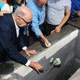 Pai de Guilherme Karan, Alfredo Karan, jogou uma flor na sepultura do filho. Ator foi enterrado no Cemitério São João Batista, em Botafogo, Zona Sul do Rio de Janeiro