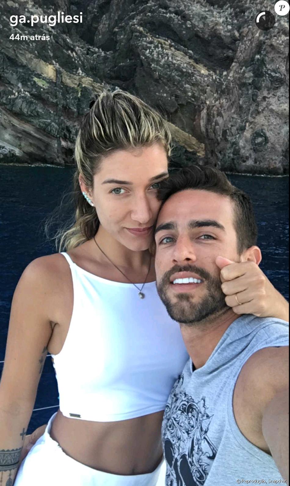 Gabriela Pugliesi foi pedida em casamento pelo namorado, Erasmo Vianna, na Grécia nesta sexta-feira, dia 08 de julho de 2016