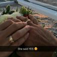 Gabriela Pugliesi aceitou o pedido de casamento do namorado, Erasmo Vianna, que comemorou: 'Ela disse sim'