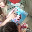 Thyane Dantas, mulher de Wesley Safadão, mostrou no Snapchat o convite do aniversário de 2 anos da filha, Ysis