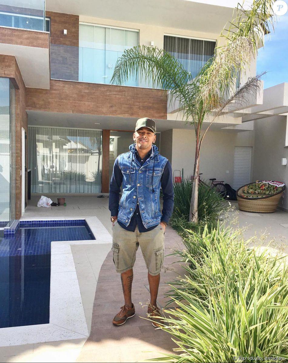 Nego do Borel se mudou para a nova mansão que comprou, à vista, por R$ 2 milhões em janeiro