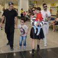 Acompanhada do marido, Marcos Buaiz, e dos filhos José Marcus, de 4 anos, e João, 2, Wanessa Camargo chegou sorridente em sua cidade natal